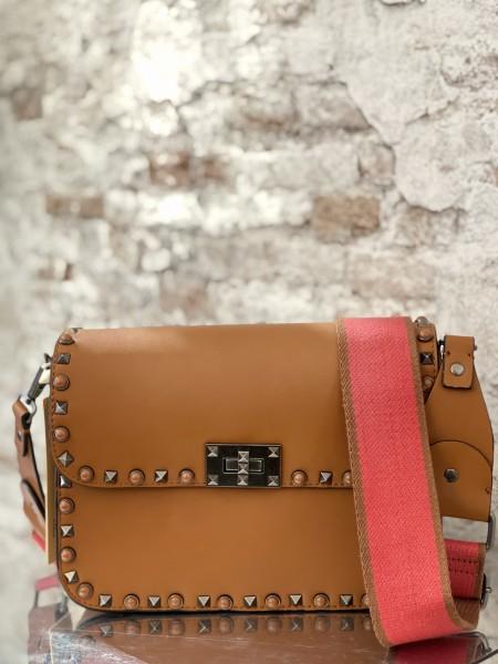 Damentasche mit Nieten Details
