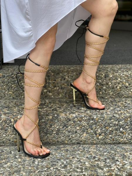 Damen Zehentrenner Heels mit gold Kette