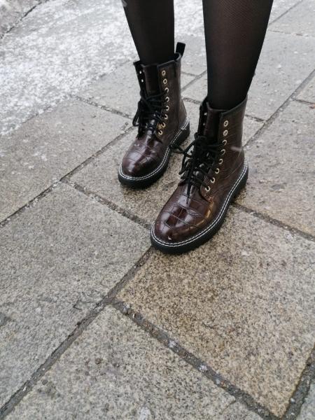 Damen Stiefel mit Kroko Optik