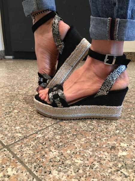 Damen geflochtene Sandalen mit Keilabsatz