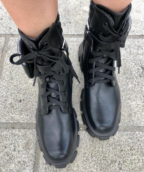 Damen schwarze Combat Stiefel mit Seitentaschen