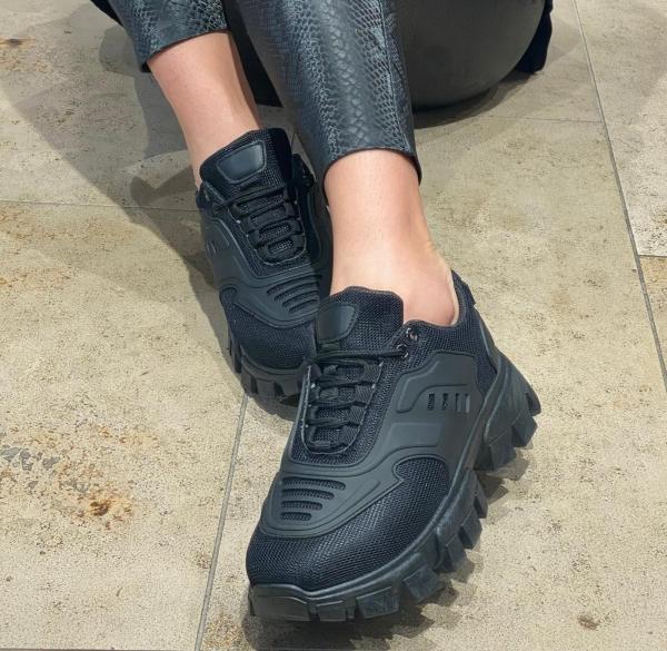 Damen Sneaker mit Sägezahn Profil