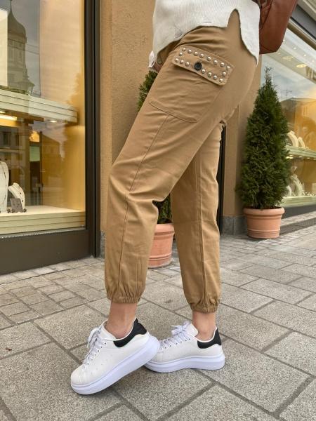 Damen Cargo Hose mit silbernen Nieten