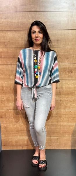 Damen geknotete Bluse mit Kette
